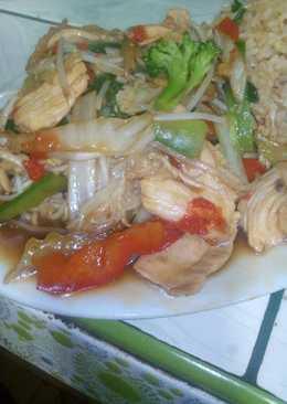 Tallarines con verduras y pollo