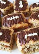 Bizcochos de claras y nueces con dulce de leche y chocolate