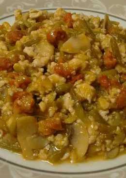 Judías verdes con carne picada, chorizo y champiñón