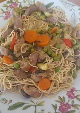 Fideos chinos con carne