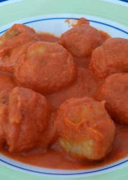 Albóndigas de pescado en salsa de zanahorias