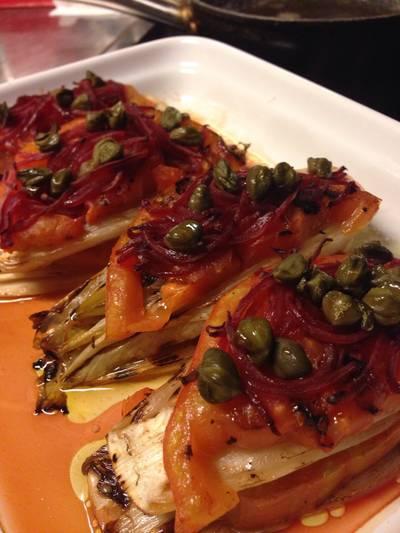 Pincho de endivia y tomate a la plancha