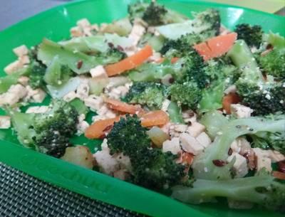 Brócoli con tofu y zanahoria