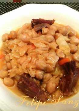 Potaje de garbanzos con col y verduras