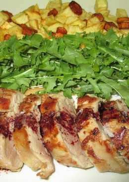 Solomillo de cerdo al horno con patas y ensalada