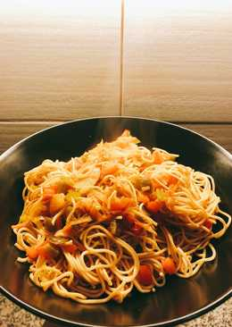 Fideos chinos con soja, curry y verduras