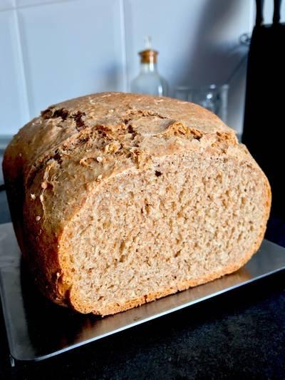 Pan de espelta en panificadora con sésamo