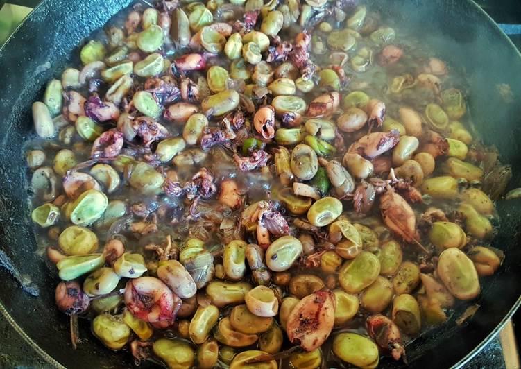 Calamarcitos Con Cebolla Y Habas Verdes Receta De Johnny Lizard