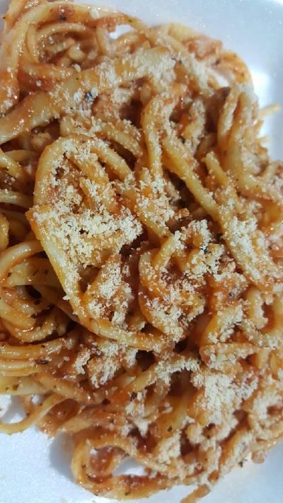 Pasta con tomate y especias