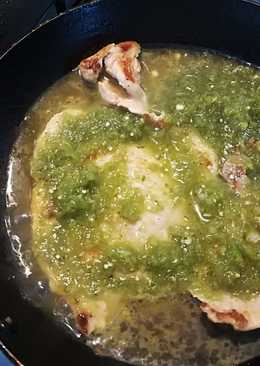 Bistec de cerdo en salsa verde