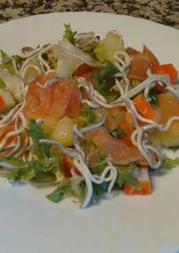 Ensalada de salmón y gulas