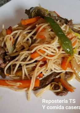 Fideos chinos con ternera y verduras