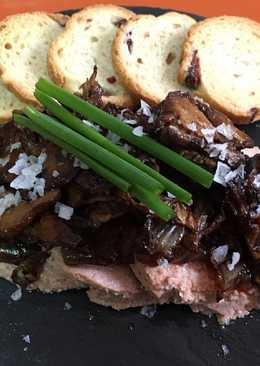 Boletus con foie y cebolla confitada
