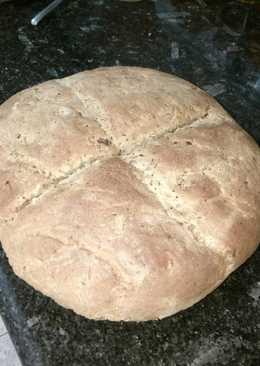 Pan de cebolla tierna y ajos secos