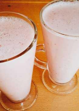 Licuado de frutilla, yogurt y leche