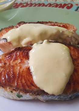 Salmón a la plancha con mayonesa de mostaza
