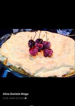 Bizcocho con cerezas y merengue tostado