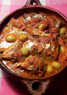 Tajine de besugos a la lima encurtida con tomate y olivas