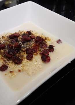 Crema de avena y quinoa con semillas, arándanos y sirope de arce