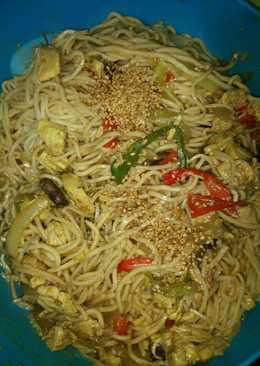 Wok de fideos con pollo y verduras