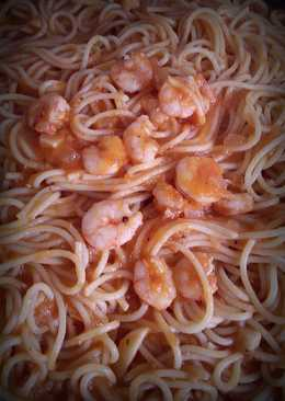 Spaguetti al gamberetti (Spaguetti con gambitas)