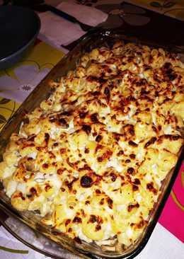 Pasta tiburón a los cuatro quesos con champiñones gratinada