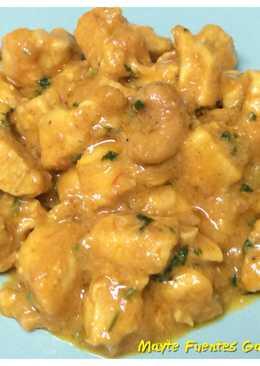 Pollo al curry con leche de coco y anacardos