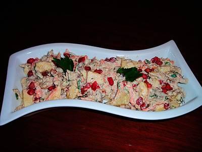 Espectacular ensaladilla con pechuga de pollo y fruta - tapas