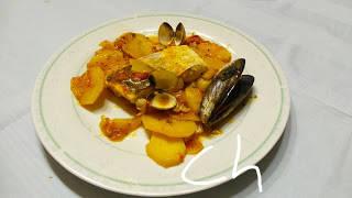 Merluza en salsa con berberechos y mejillones