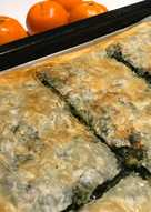 Tiropita (τυρόπιτα) Pastel de masa filo con queso y espinacas
