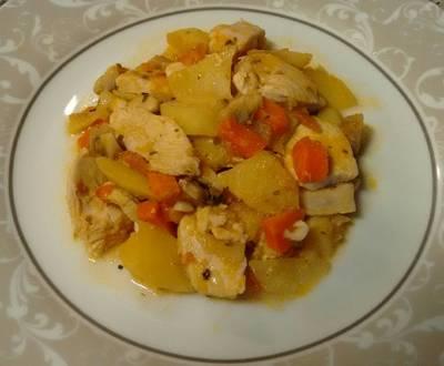 Pechuga de pollo con patatas y veduritas. Muy fácil