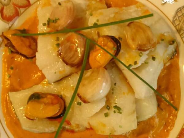 Bacalao confitado con salmorejo de mejillones en escabeche