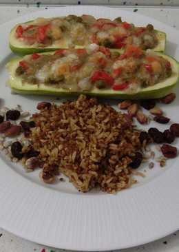 Calabacines rellenos de verduras salteadas con crema de berenjenas y quinoa con frutos secos