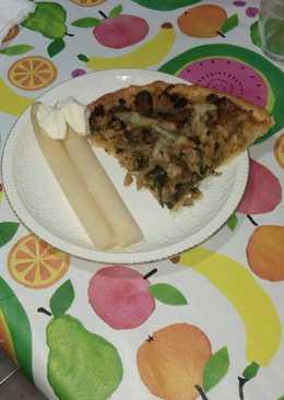 Pastel de hojaldre con verduras, atún y queso