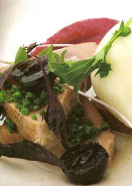 Tataki de atún con sorbete de jengibre y cremoso de remolacha