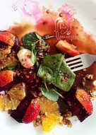 Ensalada de remolacha asada, naranja, fresas, mozzarella de búfala, menta y avellanas tostadas