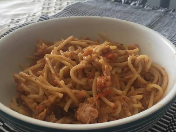 Espaguetis con atún y limón