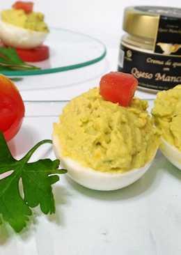 Huevos rellenos con crema de queso manchego y aguacate