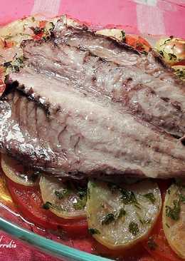 Jurel negro de tarifa al horno, con patatas al ajo y perejil