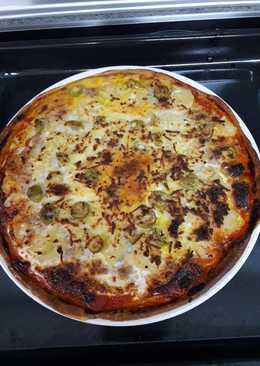 Pizza casera de bonito y piña