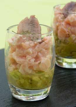 Vasitos de salmón y guacamole