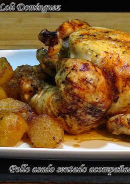 Pollo asado sentado acompañado de patatas