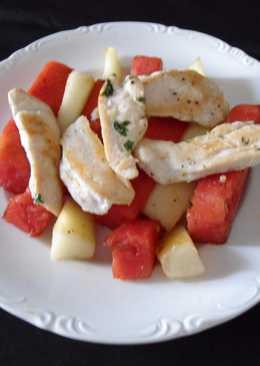 Filetes de pollo con frutas de verano a la plancha