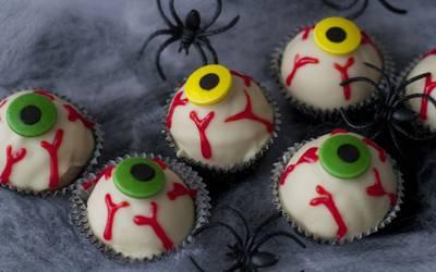 Cake Pops de Halloween con forma de Ojos