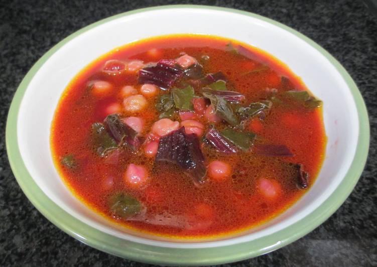 Sopa de hojas de remolacha con garbanzos receta de for Cocinar remolacha