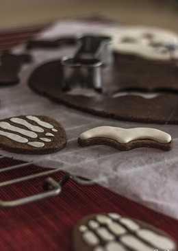 Galletas de chocolate y almendra Sin Gluten hechas con cortador de esqueleto para Halloween