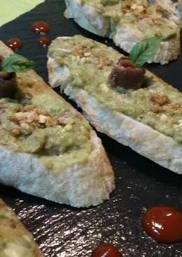 Tostadas con aguacate y anchoas