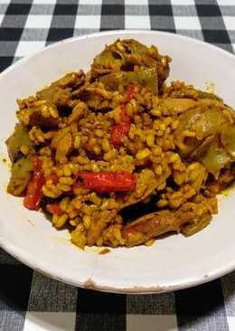 Arroz integral con pollo, judías verdes y alcachofas