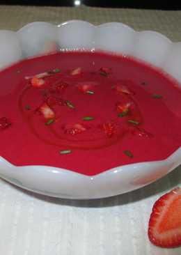 Gazpacho de remolacha con fresas
