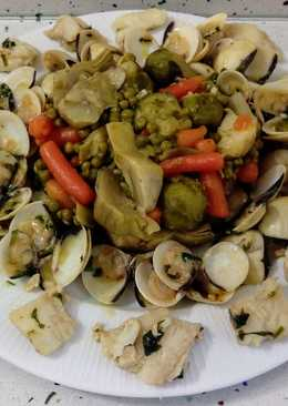 Almejas y bacalao salteados con verduras